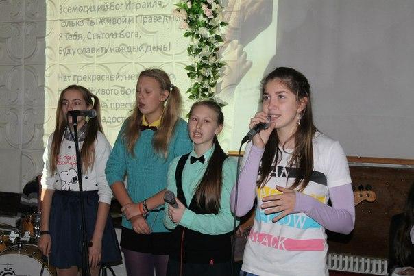 молодежное служение