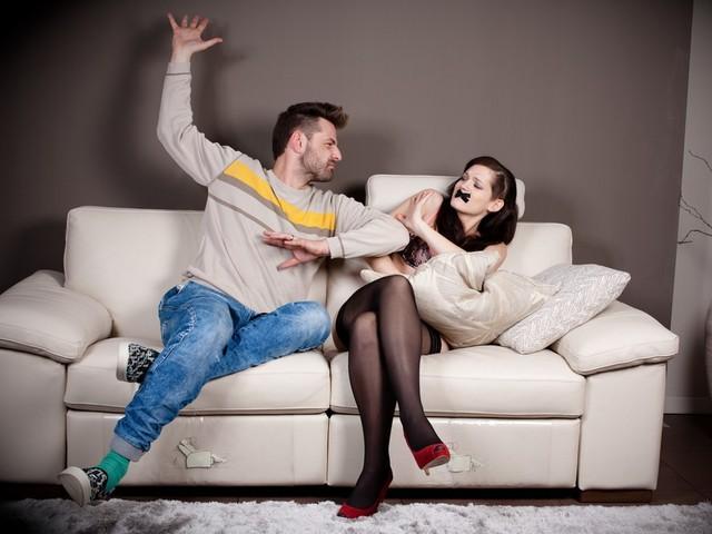 Почему мужчины любят шлепать по попе девушек