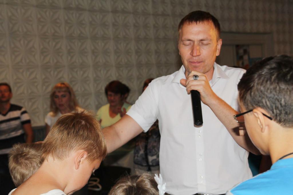 tserkovy-blagoslovila-shkolynikov-na-uspeshnuyu-utchebu-fotoreportazh
